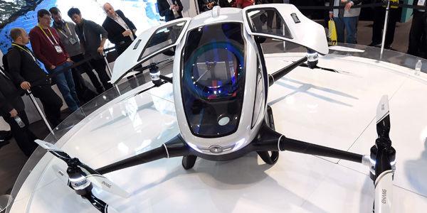 El Ehang es un enorme dron en el que cabe un pasajero, foto vía AFP