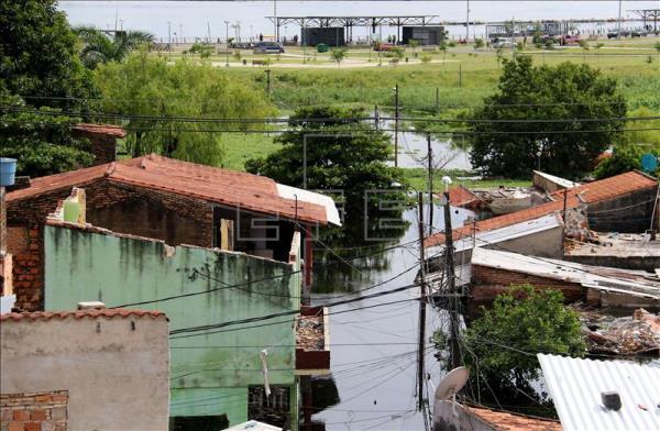 El caudal de los ríos baja en la mayor parte de los ríos lo que está permitiendo que, poco a poco, la situación en la región santafesina recupere la normalidad, foto vía EFE
