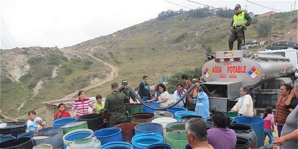 En Soacha ya comenzó a darse la provisión de agua por parte de Bogotá, foto vía el Tiempo