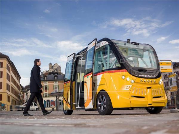 Imagen cedida por PostBus Switzerland Ltd del nuevo autobús autónomo que circulará por las calles de Sion en unos meses, foto vía EFE