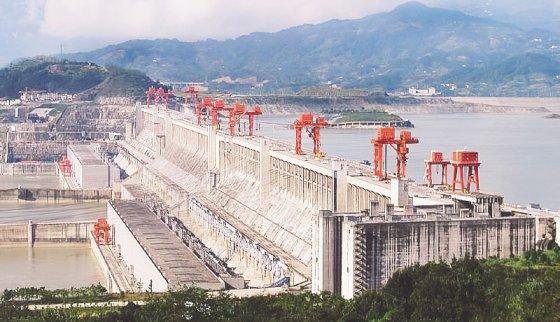 La presa de las Tres Gargantas (China) es la hidroeléctrica que más potencia tiene en el mundo, foto vía Le Grand Portage - Wikicommons