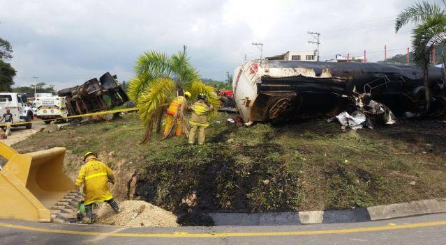 accidente en vía Bogotá - Girardot, foto vía Publimetro
