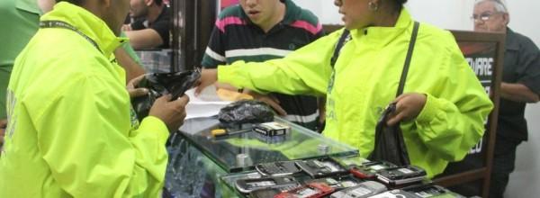 Recuperan 120 celulares robados que eran vendidos en locales de Suba