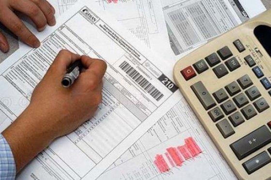 Impuestos, foto vía El Espectador