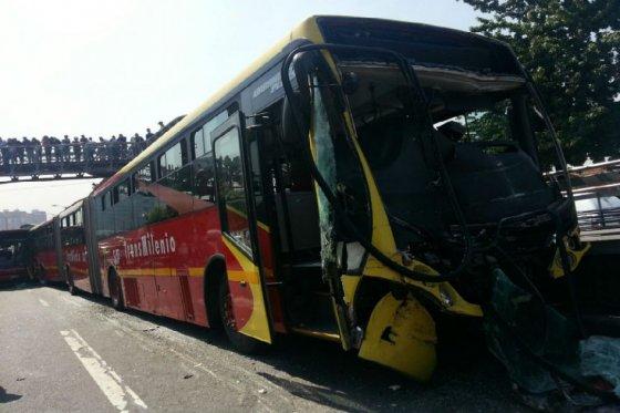 Accidente TransMilenio, foto vía Óscar Pérez - El Espectador