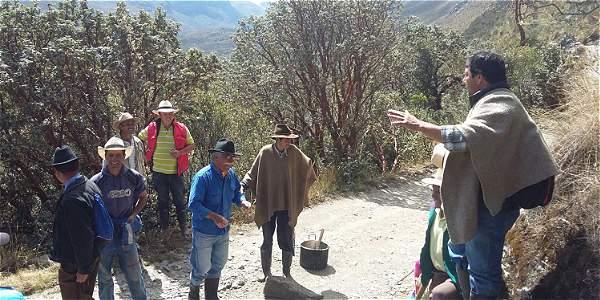 El objetivo de los manifestantes es impedir, a como dé lugar, el ingreso de turistas al Parque Natural y piden el cierre definitivo del mismo, foto vía El Tiempo