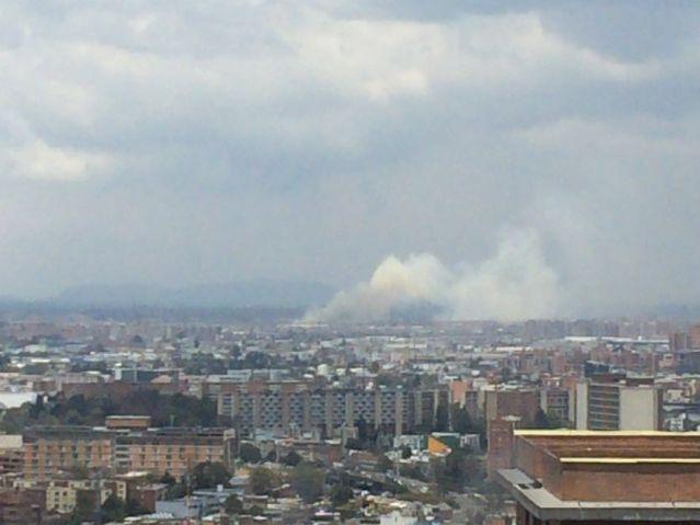 Incendio forestal en Fontibón, foto vía Bomberos