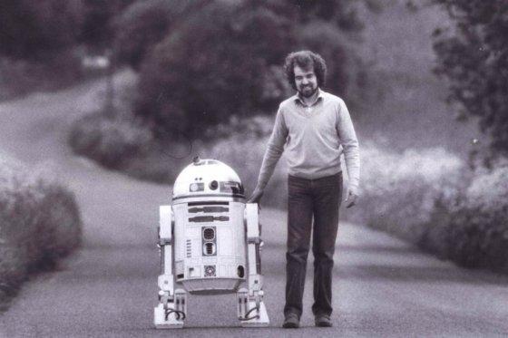 Tony Dyson, 'padre' de R2-D2 de Star Wars, foto vía El País