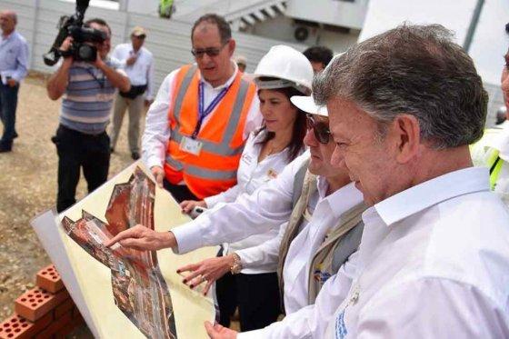 presidente Juan Manuel Santos puso la primera piedra de la ampliación de la terminal de pasajeros del Aeropuerto de Palonegro, foto vía El Espectador