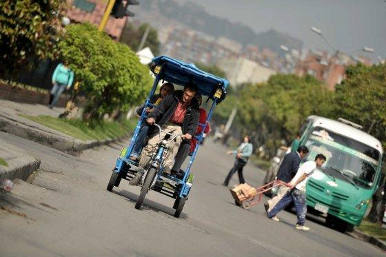 Un bicitaxi en Mazurén, al norte de la ciudad, Andrés Torres - El Espectador