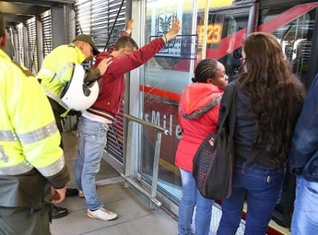 articulado ¡Tenga cuidado! Conozca las 10 estaciones donde más roban en TransMilenio