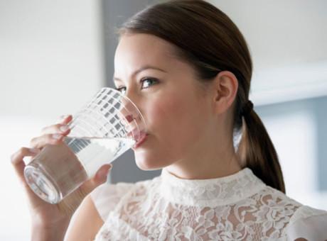 es-posible-adelgazar-tomando-solo-agua, foto vía web Colombia