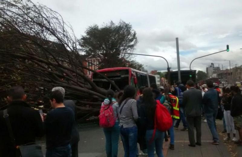 Accidente TransMilenio foto vía Emergencias Bogotá