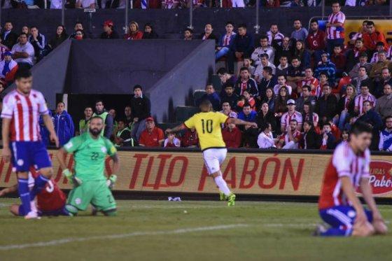 cardona-celebra-el-agonico-gol-del-triunfo-ante-paraguay-foto-via-afp