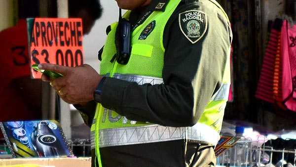 chateando policía
