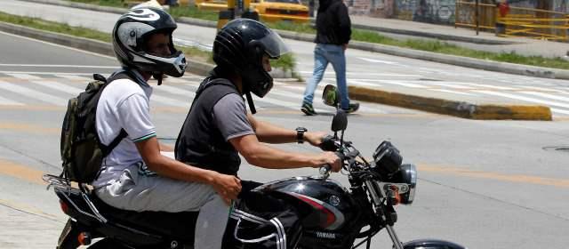 motociclista parrillero Bogotá prohibición, foto vía web El Colombiano