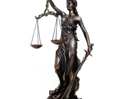 Estatuilla de la Dama de la Justicia - Los 10 mejores regalos para abogados radio universitaria urepublicanaradioEstatuilla de la Dama de la Justicia - Los 10 mejores regalos para abogados radio universitaria urepublicanaradio